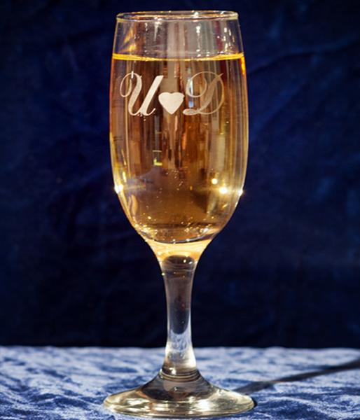 Picture of Персонализирани чаши за шампанско с инициали и сърчице