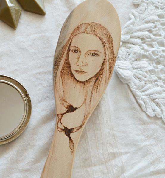 Picture of Рисувана Дървена Четка с твой портрет