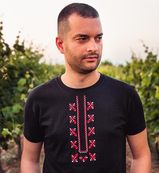 Picture of Мъжка черна тениска с шевици